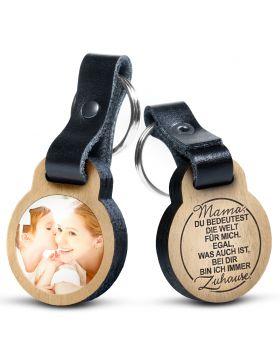 Mama, du bedeutest die Welt... -  Foto Schlüsselanhänger aus Eichenholz