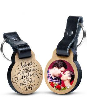 """Premium Schlüsselanhänger aus Eichenholz mit kratzfestem Foto und Gravur """"Scheiß auf Valentinstag ich liebe dich jeden einzelnen Tag""""  Geschenkidee Valentinstag"""