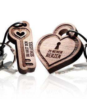 Schlüsselanhänger aus Holz 2-teiliges Set: HEART CODE