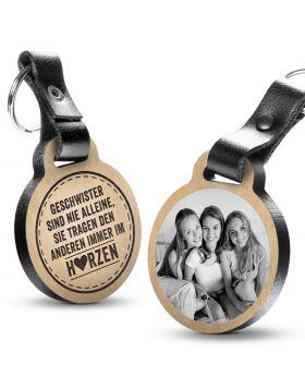 Geschwister sind nie alleine, sie tragen den anderen immer im Herzen - Fotogravur Schlüsselanhänger